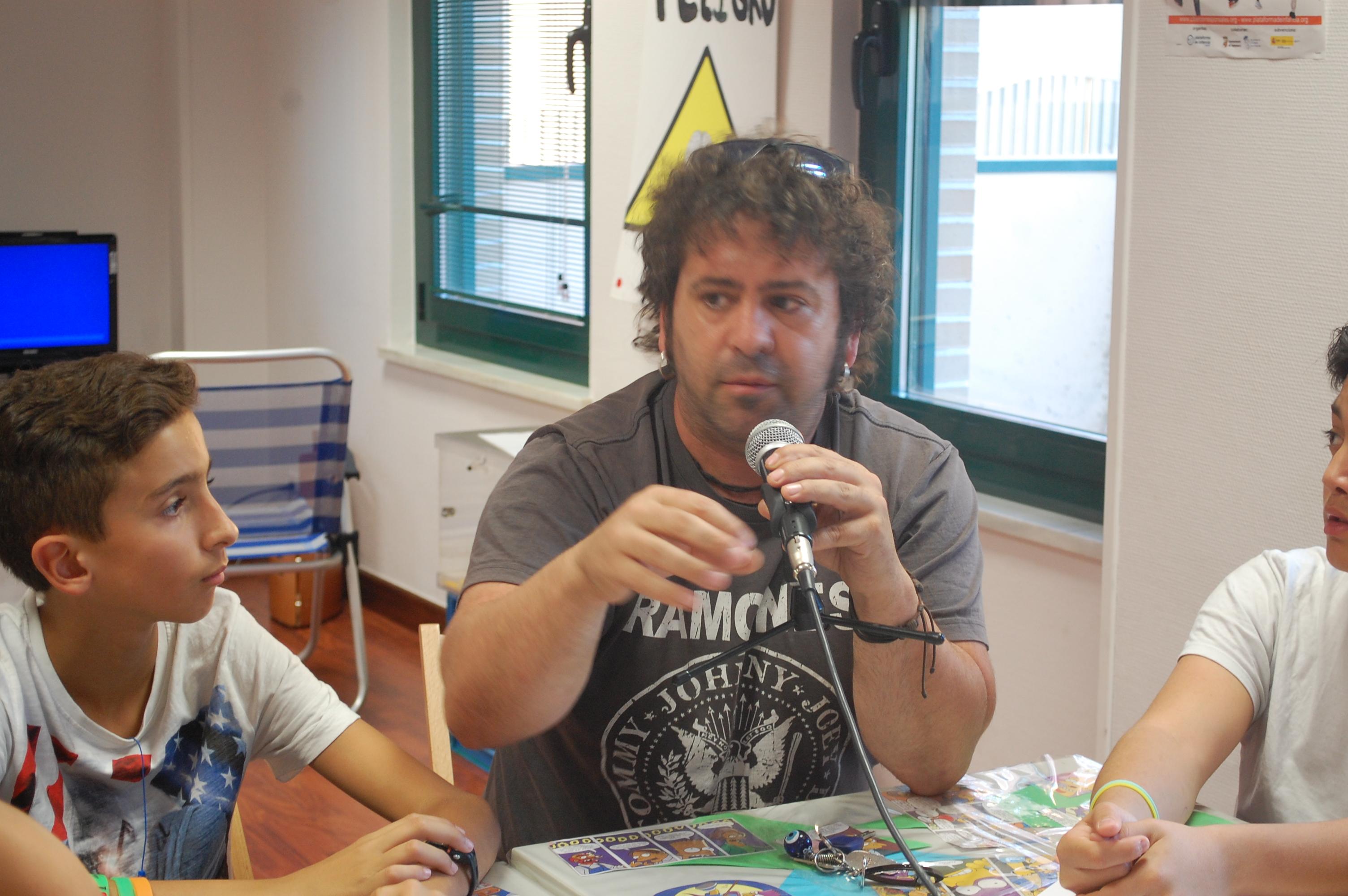 """CIBERVOZ:Entrevista al Artista  Javier Figueredo de la compañía """"El niño del Lápiz"""""""