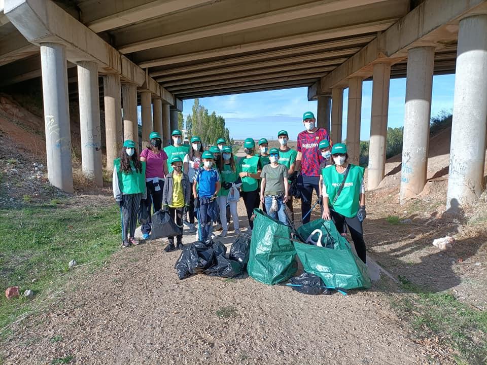 Voluntariado ambiental junto a Ecólatras por la via verde